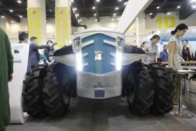 满满科技范 洛阳造超级无人驾驶拖拉机现身河南投洽会